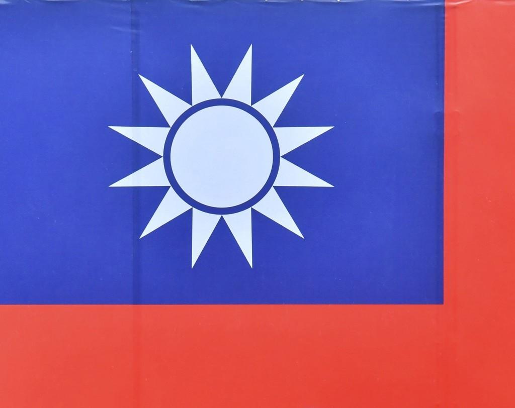 台灣的國旗、國歌、國名當然可以改