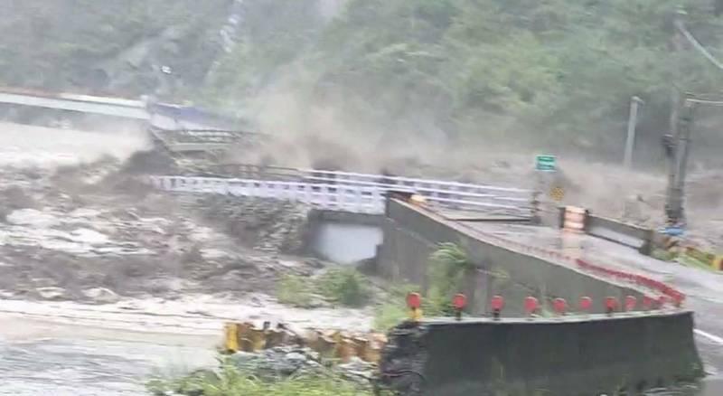 偏鄉便橋被大水沖垮變成全國大頭條